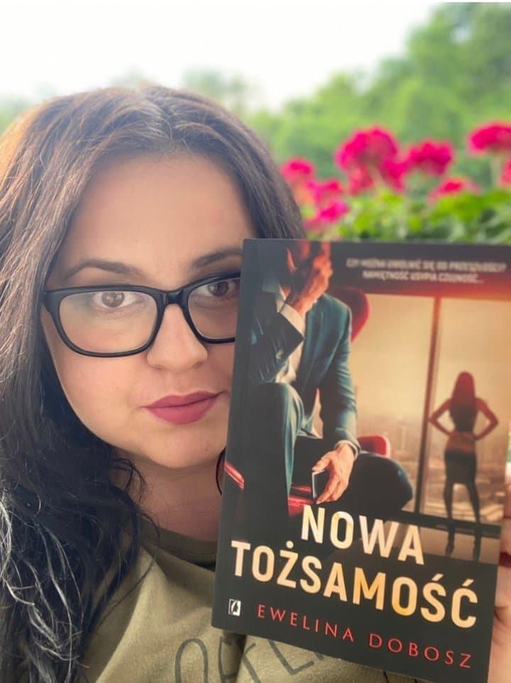 Wywiad z Eweliną Dobosz – Nowa Tożsamość| Rozmowa z autorką o ebookach